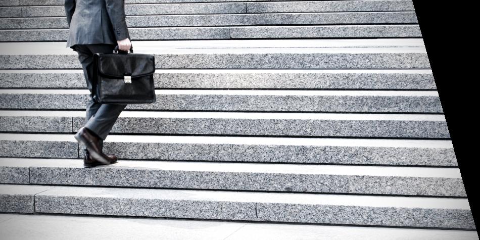 Abogados Pereira persona subiendo escaleras